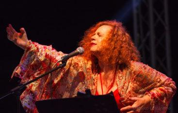 Sarah Jane Morris in Concerto